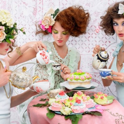 girls-at-tea-party